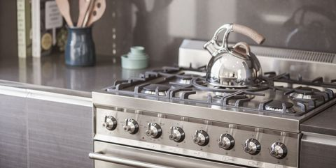Gas stove, Kitchen stove, Stove, Kitchen, Cooktop, Countertop, Major appliance, Kitchen appliance, Room, Home appliance,