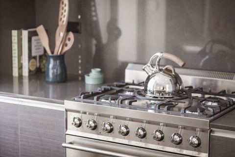 Bouilloire sur la cuisinière