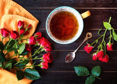 玫瑰花茶成最強消脂茶?喝玫瑰花茶的10大好處幫助排毒減肥,加入兩種食材效果更好