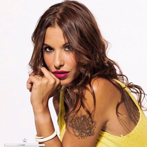 Hair, Face, Beauty, Hairstyle, Model, Eyebrow, Lip, Photo shoot, Brown hair, Yellow,