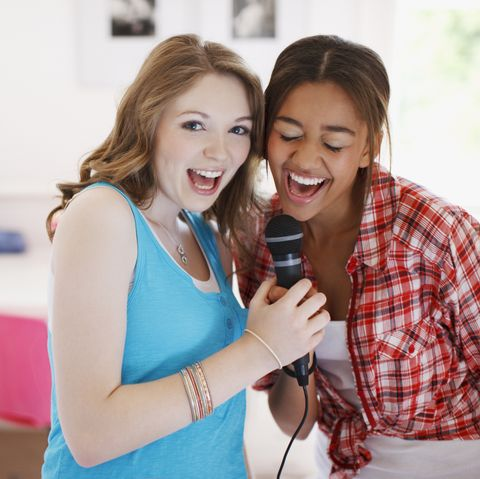 Fun Things to Do at a Sleepover - Karaoke