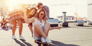 Vriendengroep-heeft-plezier-buiten