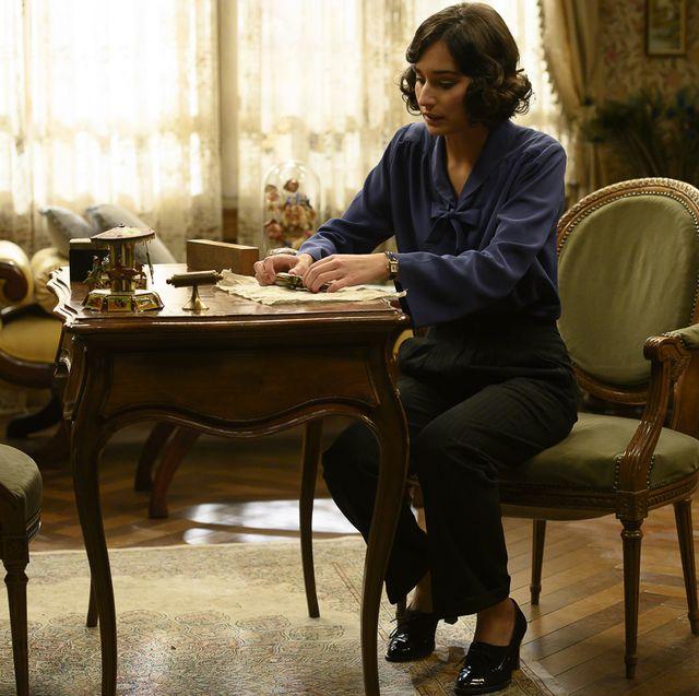Sitting, Furniture, Table, Room, Conversation, Interior design, Chair, Desk,