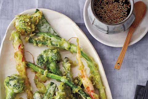 Tempura de verduras con salsa