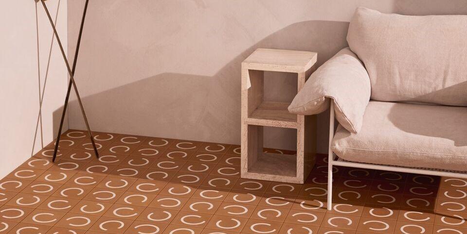 I rivestimenti per pavimenti interni sono di vari materiali e design: Scallop diSarah Ellison per TeraNova
