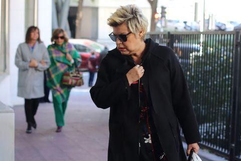 Street fashion, Fashion, Eyewear, Snapshot, Urban area, Human, Glasses, Jacket, Outerwear, Street,