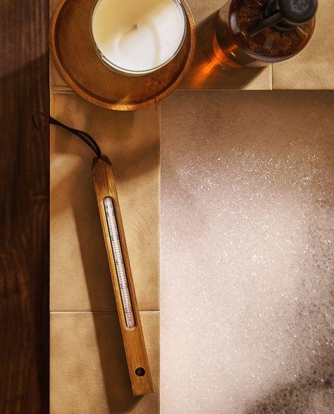 termómetro con estructura de madera para sauna