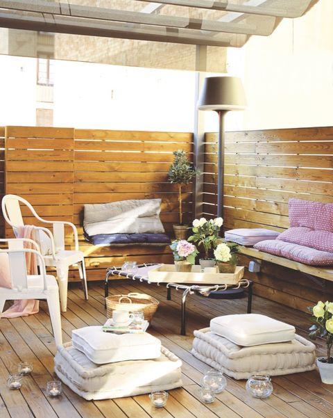 porche de madera con salón exterior
