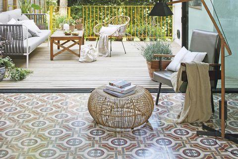 decorar con azulejos hidráulicos salón y terraza