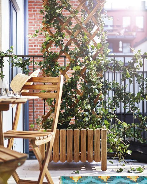 terraza con muebles plegables de ikea