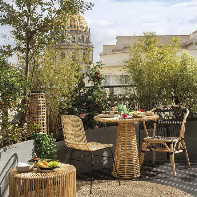 terrazas y jardines terraza en la ciudad con muebles de caña