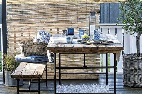 Comedor en la terraza a la sombra