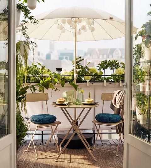 Consejos de decoraci n para terrazas peque as for Alcampo sombrillas terraza
