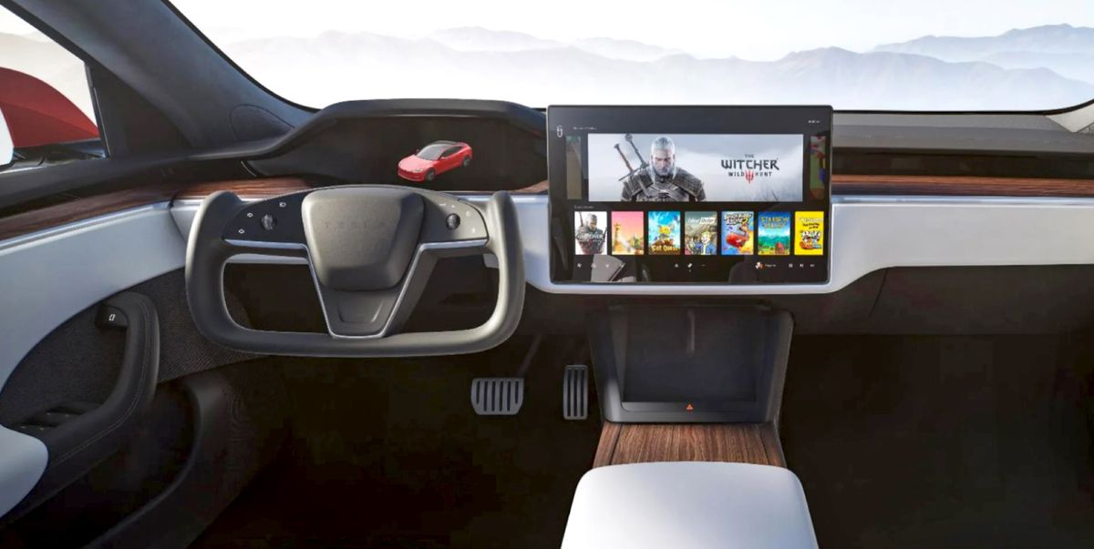 We need to talk about Tesla's new steering wheel