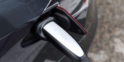 Tesla S D100