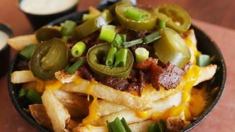 Dish, Food, Cuisine, Ingredient, Cheese fries, Tostada, Produce, Nachos, Frito pie, Side dish,