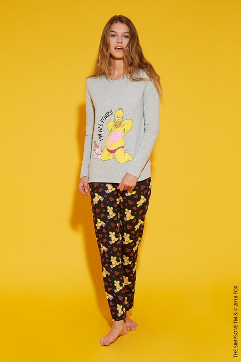 Clothing, Yellow, Pajamas, Nightwear, T-shirt, Fashion, Sleeve, Active pants, Trousers, Leggings,
