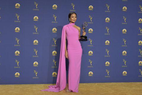 タンディ・ニュートン エミー賞 女優 黒人 差別 性暴力 性的虐待 metoo