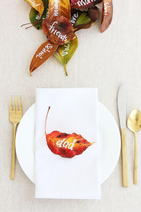 thankfulness leaves thanksgiving table decor