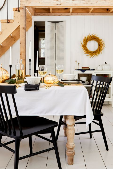 Dining room, Furniture, Room, Table, Interior design, Chair, Property, Home, Wall, Floor,