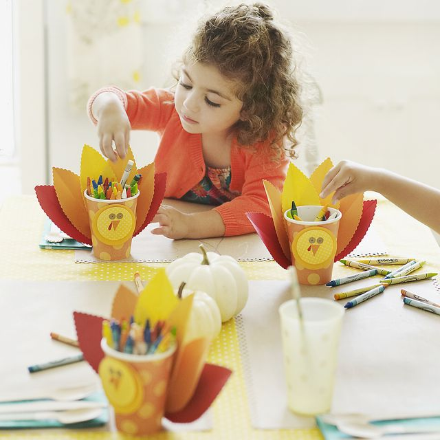 children drawing at thanksgiving table