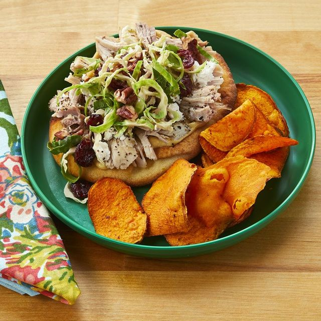 thanksgiving leftover recipes turkey sandwich with sweet potato chips