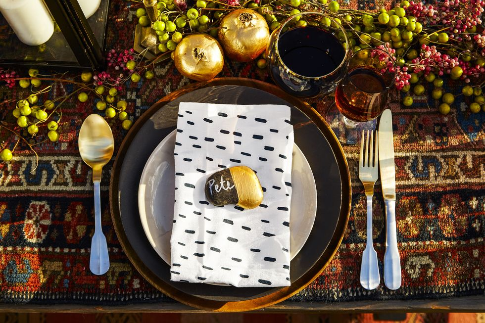 50 Thanksgiving Table Setting Ideas That'll Impress Even Your Judgiest Guests