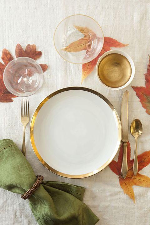 fall leaf thanksgiving table setting idea