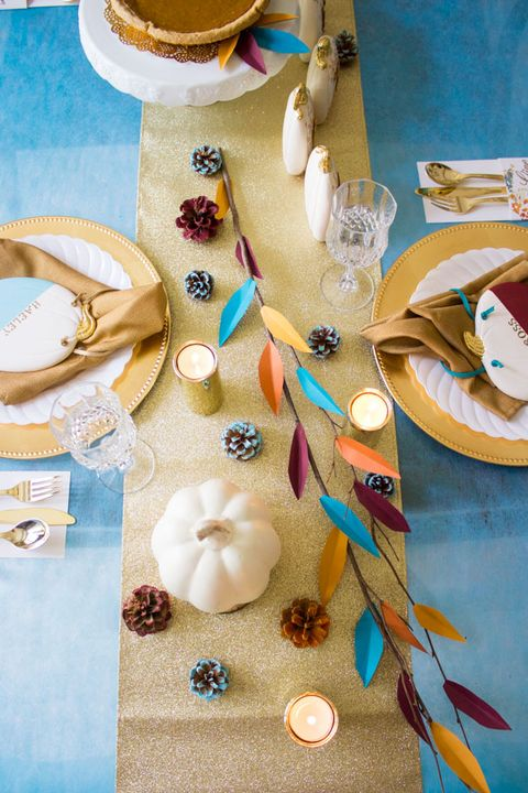 thanksgiving table settings bold and gold
