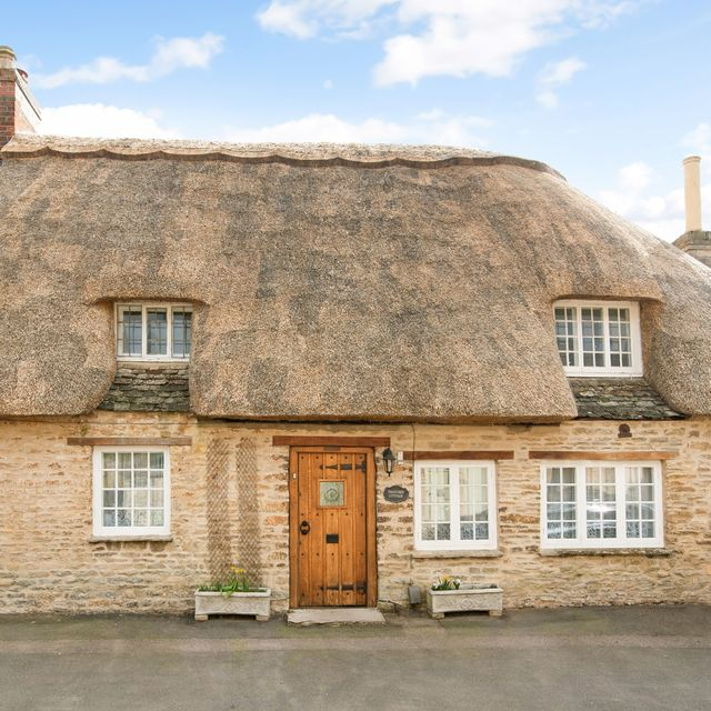 thatched cottage for sale in the village of banbury where downton abbey was filmed