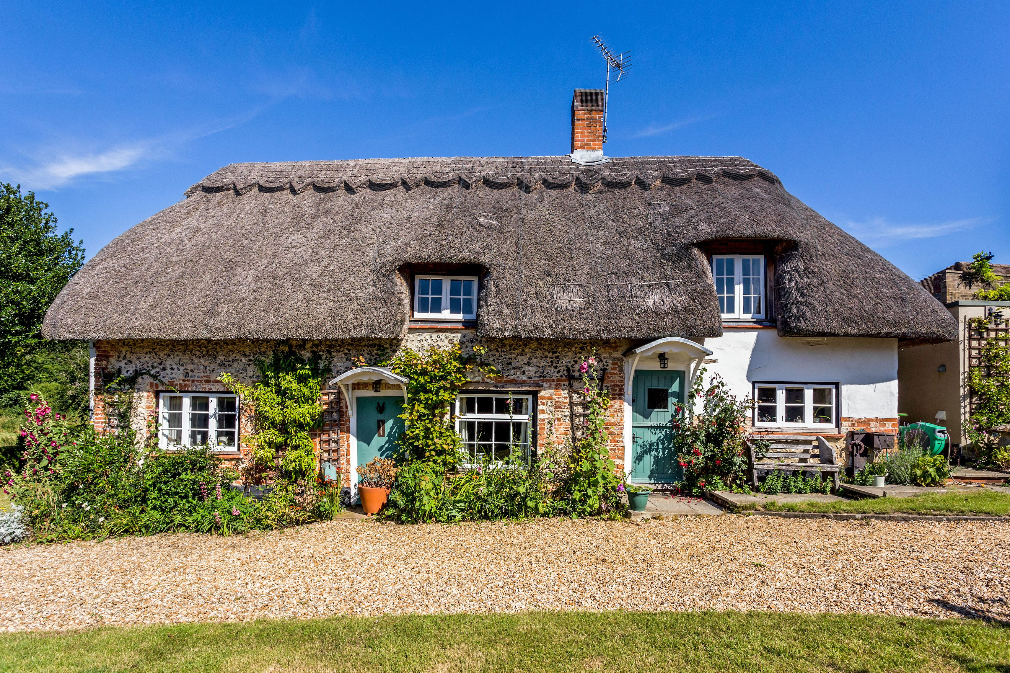 This thatched 18th century cottage in Hampshire looks like it's straight out of a fairy tale