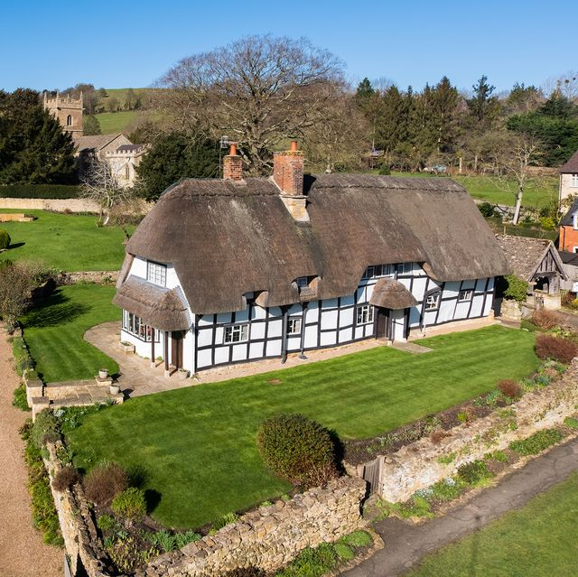 thatched cottage for sale in worcestershire