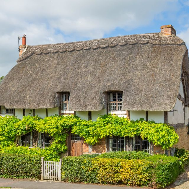 thatched cottage from midsomer murders for sale in buckinghamshire