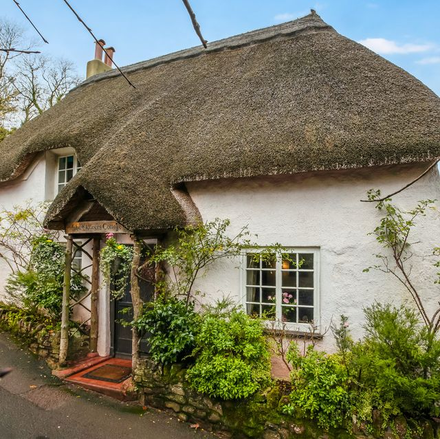 Thatched cottage with its own tea shop downstairs for sale in Torquay