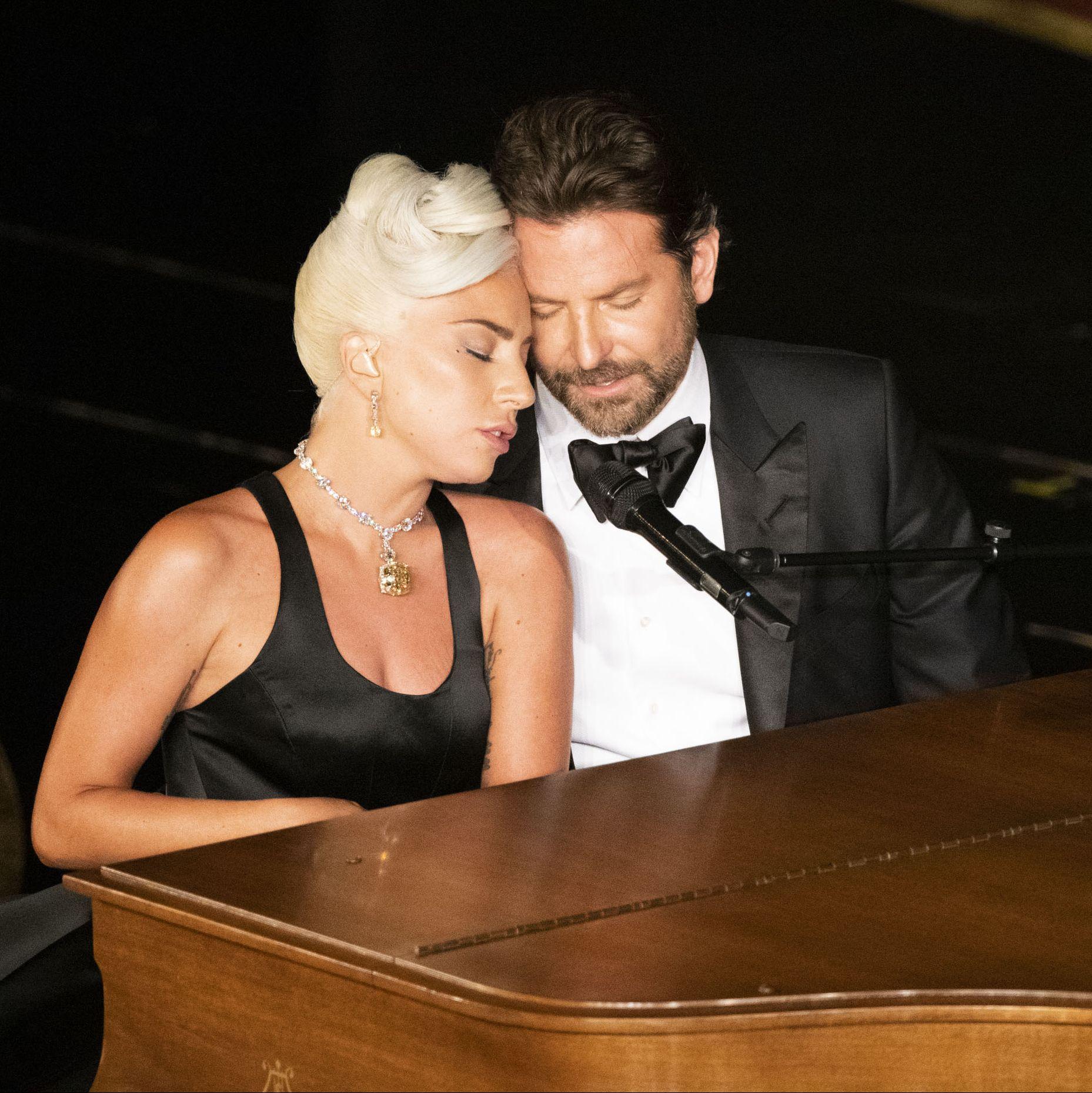 Lady Gaga buka suara setelah dikabarkan memiliki hubungan asmara dengan Bradley Cooper (dok. Elle)