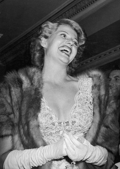 rita hayworth at a film premiere 1947