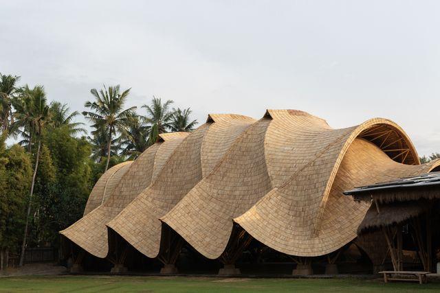 una escuela verde en bali diseñada por ibuku