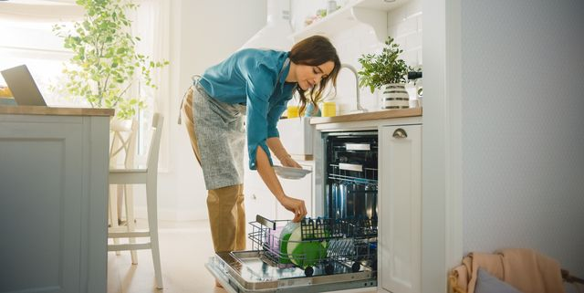 the best way to load a dishwasher