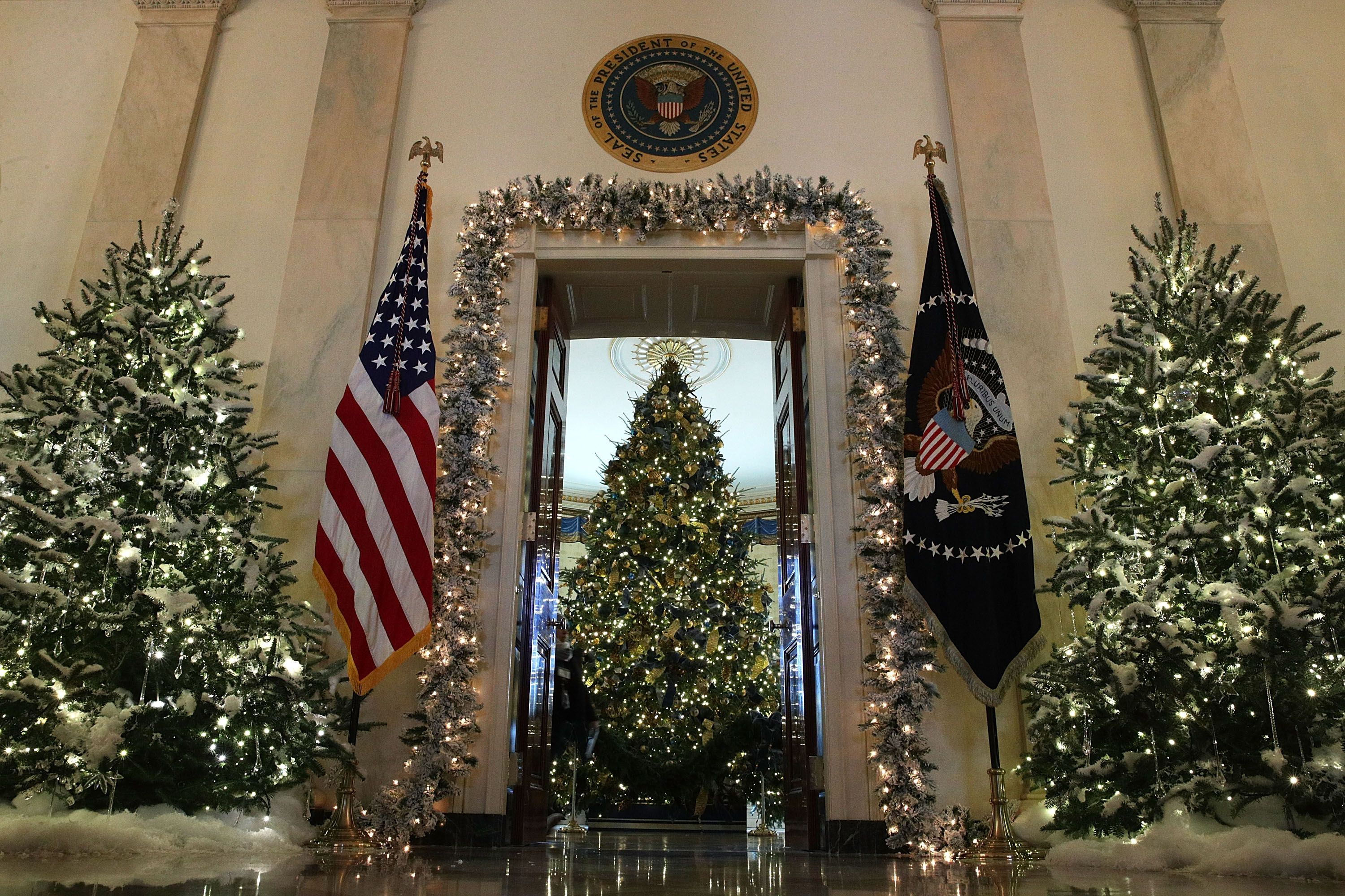 a closer look at hgtvs white house christmas tour 2017