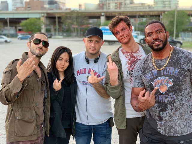 eric kripke y jack quaid junto a otros actores de la serie de amazon prime video the boys