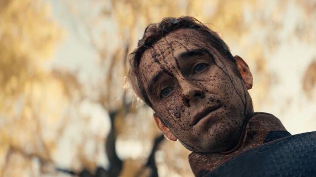 anthoy starr como patriota homelander, en una escena del episodio 8 de la temporada 2 de la serie de amazon prime video the boys