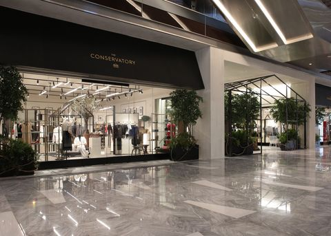 Lobby, Building, Floor, Architecture, Shopping mall, Interior design, Flooring, Ceiling, Tile, City,