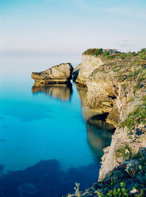 Body of water, Sea, Coast, Water, Blue, Cliff, Rock, Coastal and oceanic landforms, Klippe, Headland,