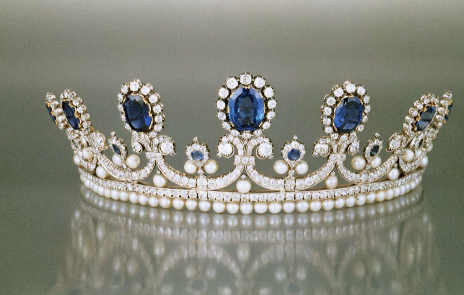 The best September birthstone jewellery