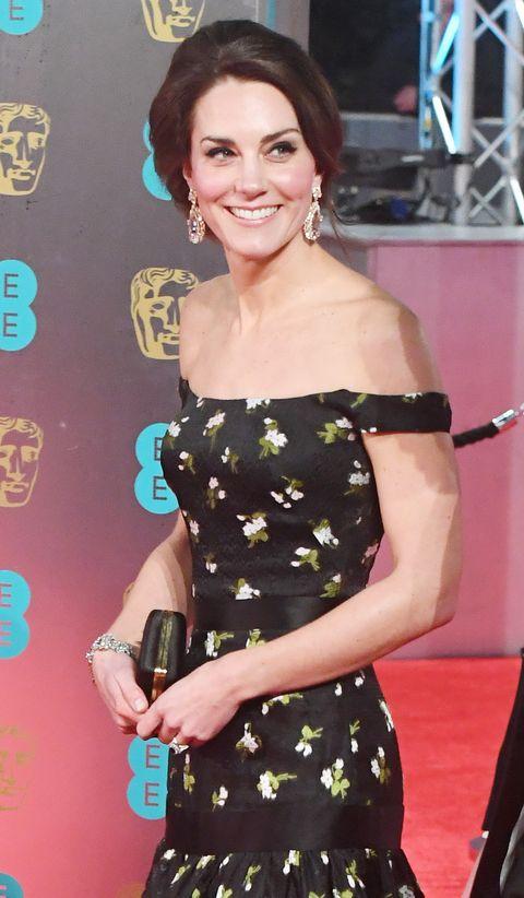 Anting tersebut rupanya pertama kali dikenakan oleh Kate Middleton pada tahun 2011 lalu (dok. Harper's Bazaar)