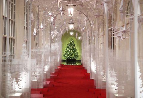 メラニア・トランプ米大統領夫人がホワイトハウスのクリスマスツリーを公開!