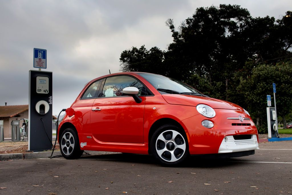 Report: Fiat-Chrysler and iPhone Maker Will do EVs Together