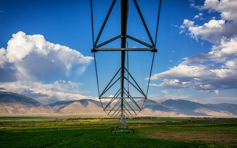 Sky, Overhead power line, Transmission tower, Electricity, Tower, Electrical supply, Cloud, Public utility, Line, Grassland,