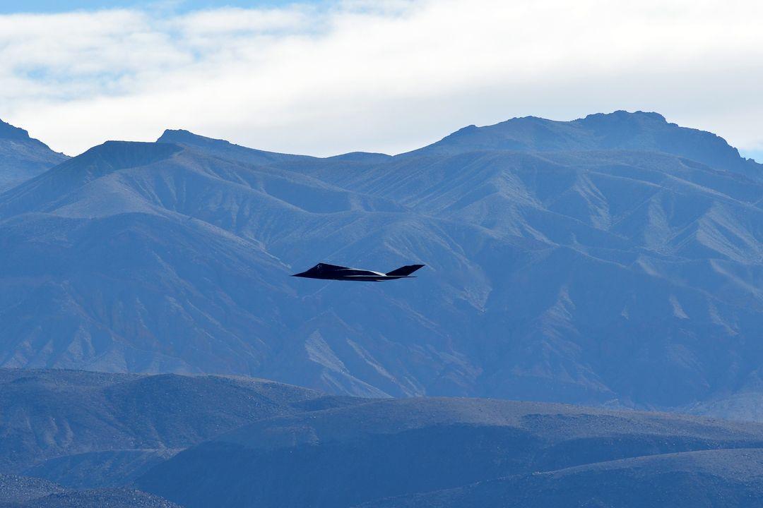 F-117 fotografado sobrevoando o Vale da Morte, fevereiro de 2019