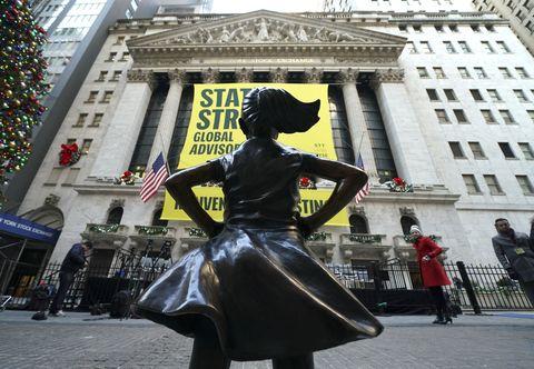 US-ECONOMY-NYSE-STATUE